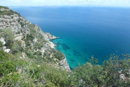 Senderismo costero en la costa sur de Lisboa en el Parque Natural de Arrabida