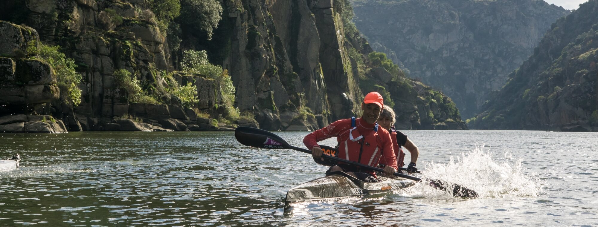 Paddle on the border between Spain and Portugal in the middle of the International Douro Nature Park
